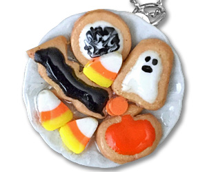 halloween cookie plate necklace